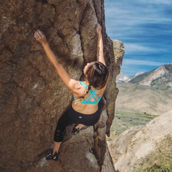 0792542034f95 Bouldering in Bishop  Patagonia Cordelisse Bra   Alo Yoga Airbrush Capri