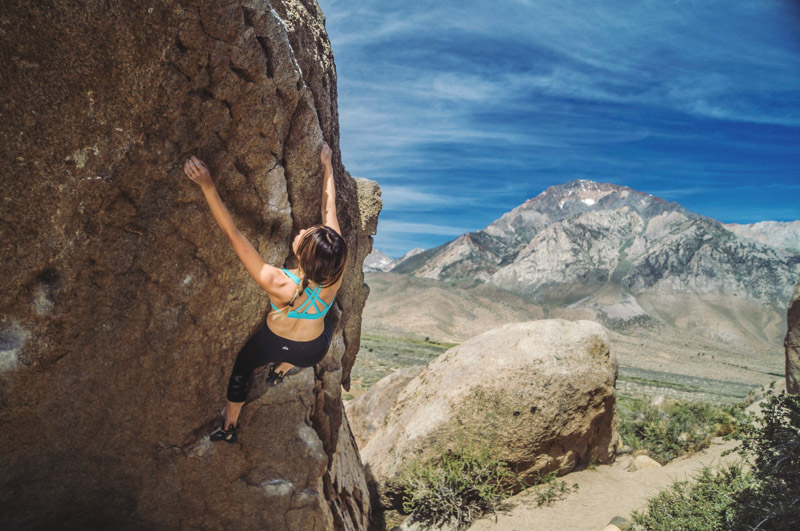 33d1ec073a548 Bouldering in Bishop  Patagonia Cordelisse Bra   Alo Yoga Airbrush ...